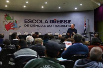 Movimento sindical brasileiro mobiliza-se para defender os trabalhadores