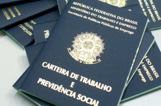 Trabalhadores brasileiros ganham menos e estão mais precários!